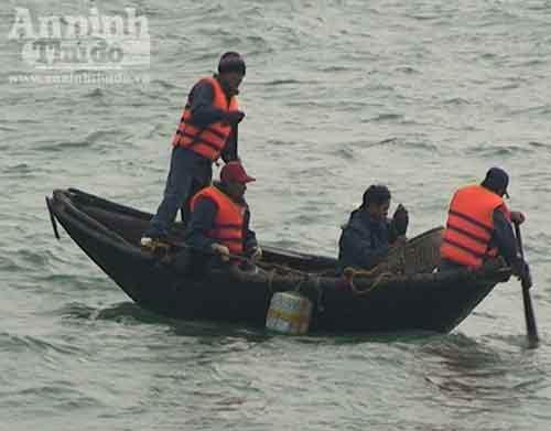 Quảng Bình: Tàu cá thứ 3 bị mất tích - 1