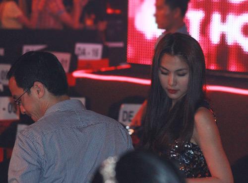 Cả nhà chồng Hà Tăng gây chú ý - 1