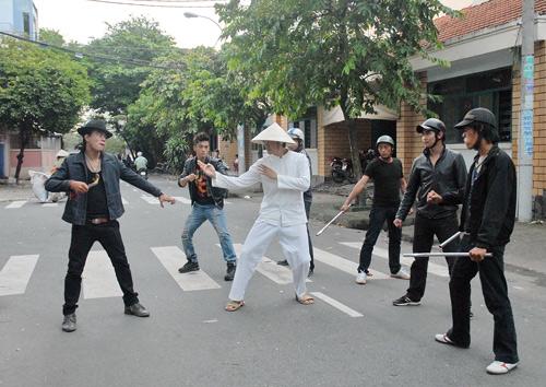 Nguyễn Phi Hùng bầm dập vì phim Tết - 1