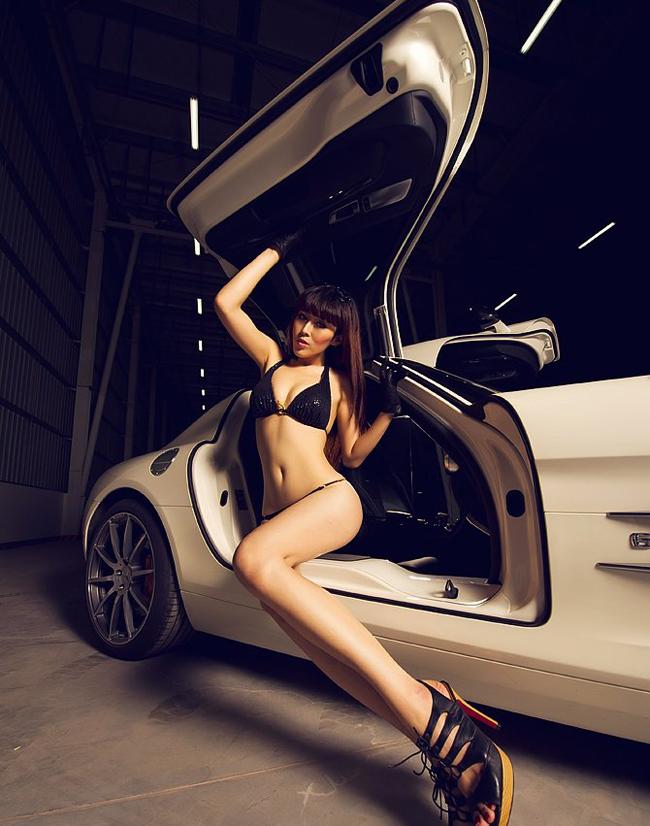 Diễm My 9x 'lột bỏ xiêm y' bên xế sang Ngẩn ngơ vẻ đẹp Thái bên xe Siêu vòng 1 nóng bỏng bên xe Mỹ nữ Nissan và Ferrari đọ sức nóng