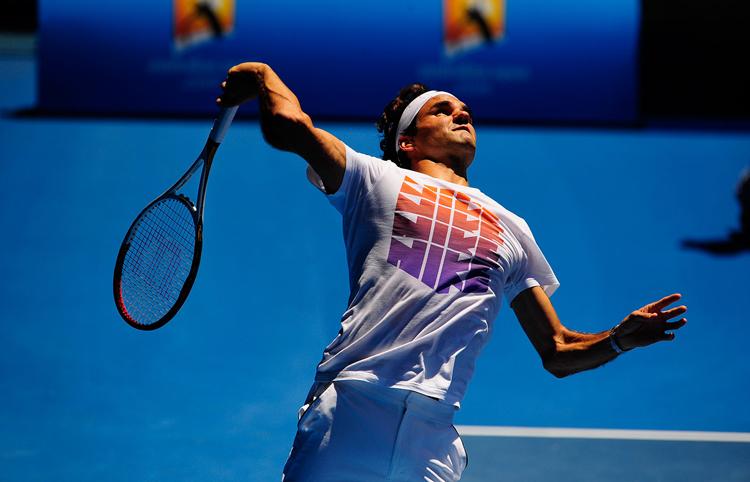 Roger Federer tập giao bóng trong ngày hôm qua, 8/1/2013.