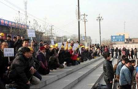 TQ: Hàng nghìn công nhân quỳ xin chính phủ - 1