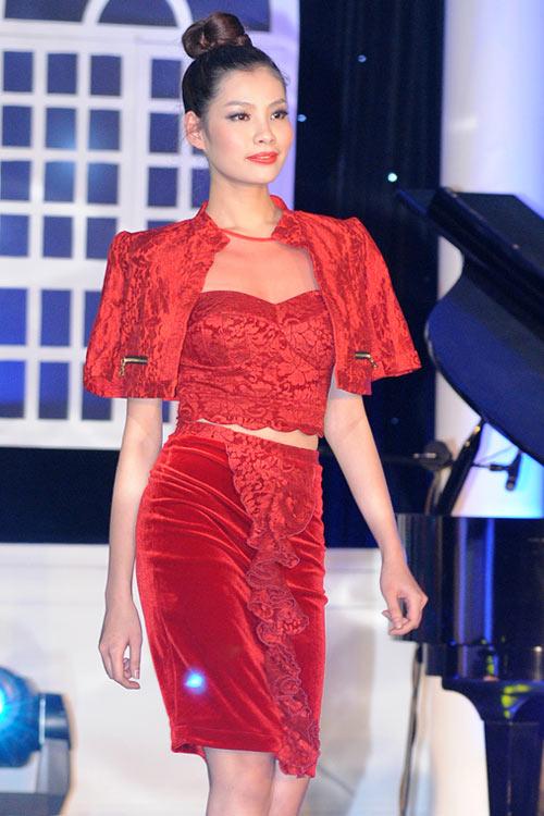 Mẫu Việt khoe sắc cùng váy Xuân - 1