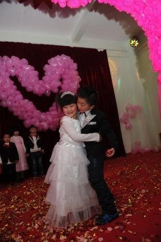 """TQ: """"Đám cưới"""" tập thể của 100 trẻ em - 1"""