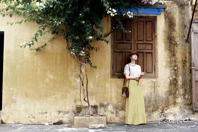 """""""Đả nữ"""" họ Ngô trong 'Bẫy rồng' khiến mọi người ngỡ ngàng vì hình ảnh đẹp mong manh của cô tại phố cổ Hội An."""