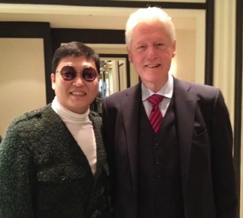 Psy thân mật bên cựu TT Bill Clinton - 1