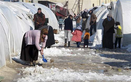 Sợ cưỡng hiếp, dân Syria ồ ạt bỏ nước - 1