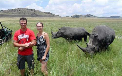 Nam Phi: Thủng ngực vì chụp ảnh với tê giác - 1