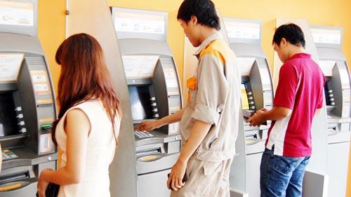 Gần Tết lại lo ATM không nhả tiền - 1
