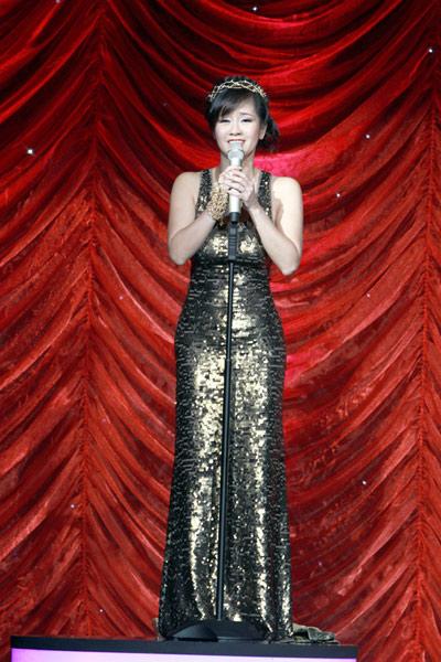 10 bộ váy làm nên đẳng cấp Hồng Nhung! - 1