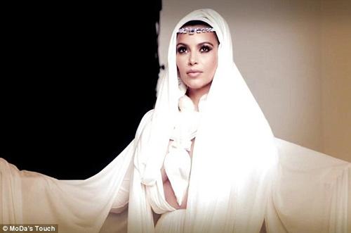Kim Kardashian làm mỹ nữ Ả Rập thiếu vải - 1