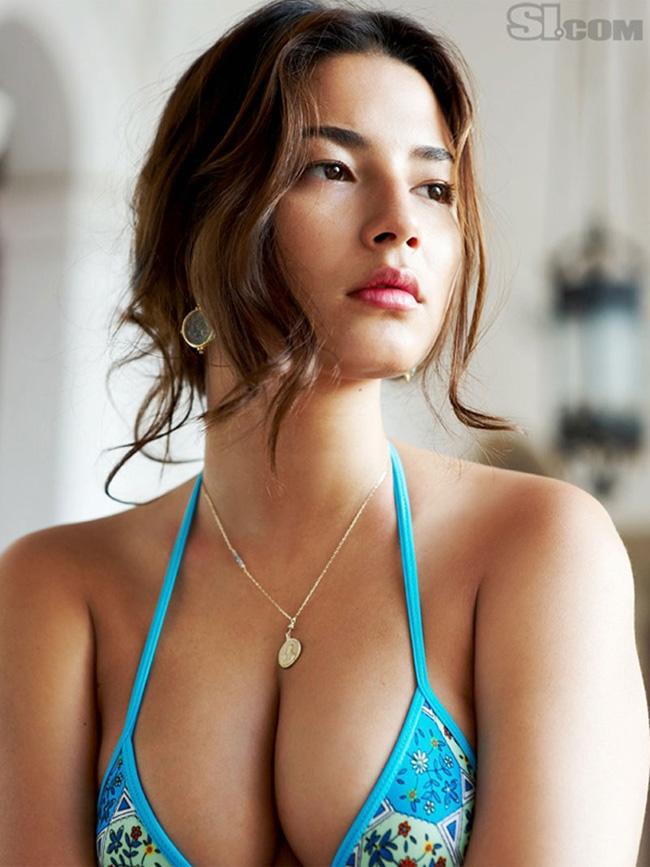 Jessica Gomes, năm nay 28 tuổi, là siêu mẫu người Úc, mang trong mình dòng máu Singapore và Bồ Đào Nha.