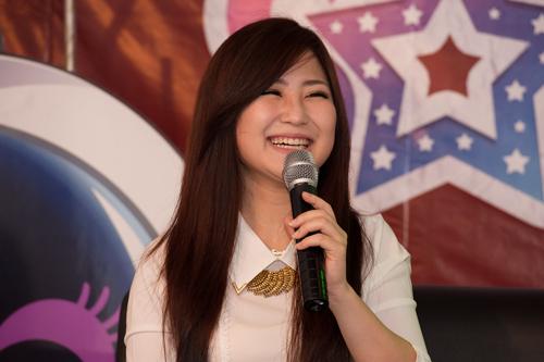 Hương Tràm tiết lộ nụ hôn năm 15 tuổi - 1