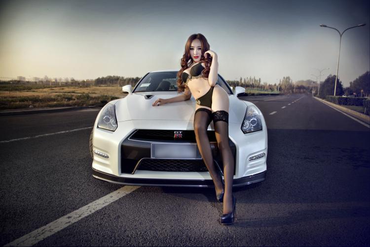 Diễm My 9x 'lột bỏ xiêm y' bên xế sang Siêu vòng 1 nóng bỏng bên xe Ngẩn ngơ vẻ đẹp Thái bên xe Những siêu mẫu Việt sexy bên xe 2012