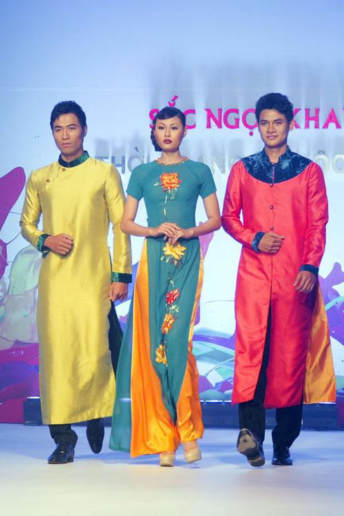 Mai Giang mặc áo dài diễn catwalk - 1