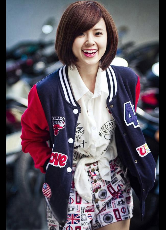 Hot girl Midu xinh tươi trên phố Sài Gòn   Midu trong trẻo giữa chiều Sài Gòn  Hot girl Midu bị rò rỉ bảng điểm quá kém   Hot girl Midu hôn trai lạ trên phố