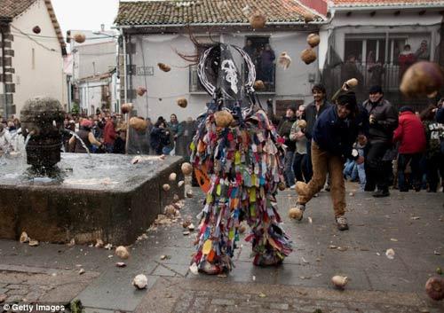 Lễ hội kỳ lạ nhất của Tây Ban Nha - 1