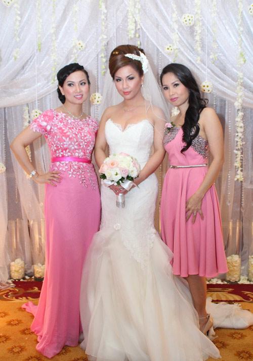 Minh Tuyết xinh đẹp tại tiệc cưới ở VN - 1