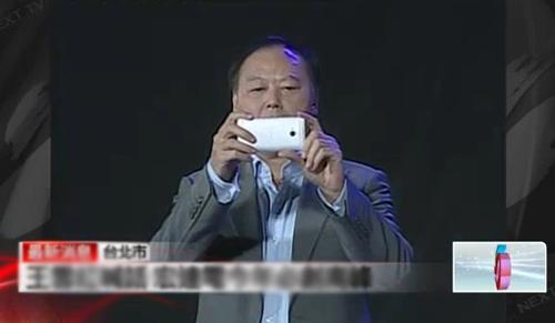 """Chủ tịch HTC """"đã miệng"""" với M7 - 1"""