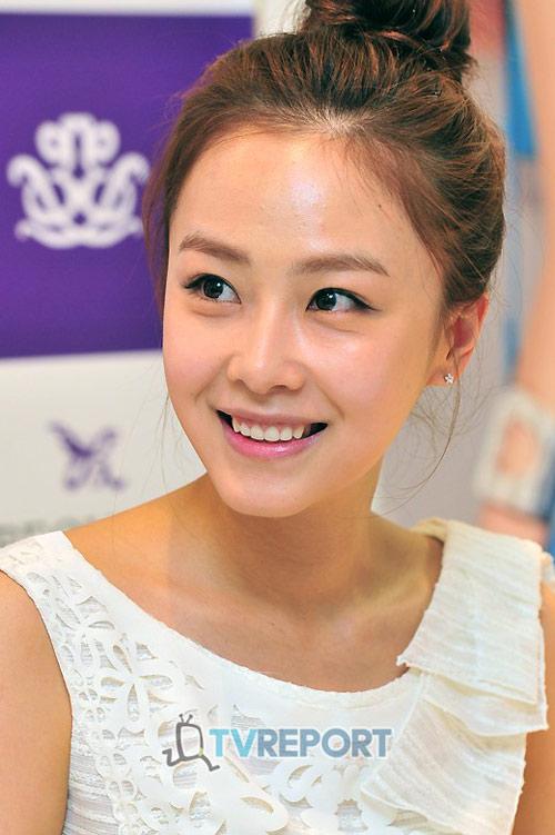 """""""Tình địch"""" xinh đẹp của Kim Tae Hee - 1"""