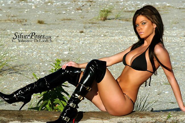 Daniella  Valentina là cái tên cực kì nổi tiếng tại các sàn MMA với vai trò là một ring girl. Gương mặt xinh đẹp và đặc biệt là thân hình cực kì khiêu gợi của Daniella luôn khiến các khán giả rất phấn khích. Ngoài ra, Daniella còn thường xuyên xuất hiện trên  Playboy và trở thành Miss của tạp COED vào năm 2008.