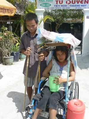 Xuân về với chàng trai mù và cô gái liệt - 1