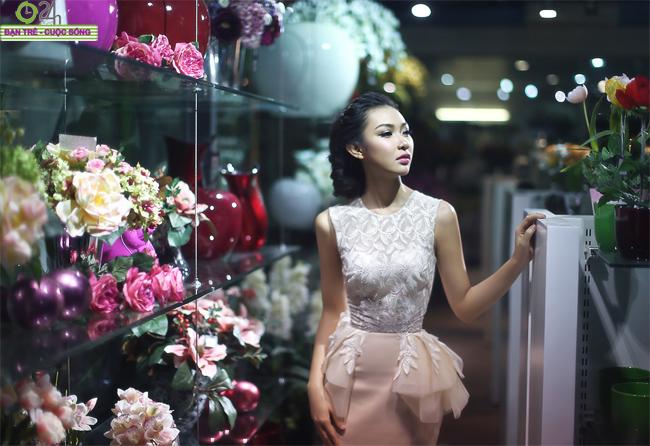 Vẻ đẹp cuốn hút của Hoa khôi Bích Khanh   Nụ cười tỏa nắng của Miss Teen Bích Khanh Theo chân Bích Khanh lên thư viện học bài  Vẻ đẹp tinh khôi của Miss Teen Bích Khanh