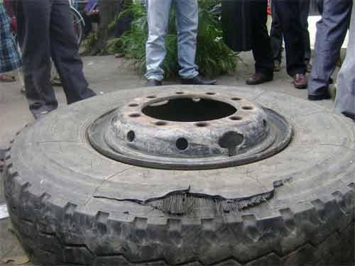 Nổ lốp xe khi đang bơm hơi, một người chết - 1