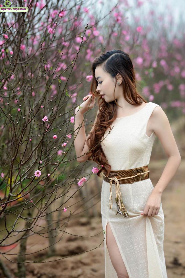 Bích Khanh quyến rũ như đóa hoa xuân  Tâm Tít khoe bờ vai trần gợi cảm Hot girl Việt làm cô dâu quyến rũ Midu tinh nghịch với tóc ngắn