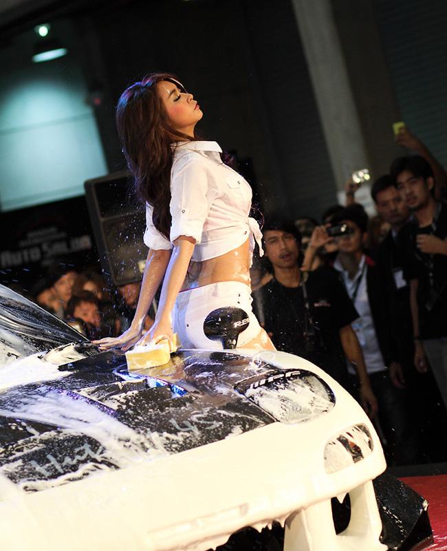 Diễm My 9x 'lột bỏ xiêm y' bên xế sang Những siêu mẫu Việt sexy bên xe 2012 'Sốt' xình xịch 3 vòng bên Nissan Ngẩn ngơ vẻ đẹp Thái bên xe