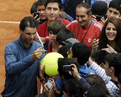 Nadal gây sốt ngày trở lại - 1