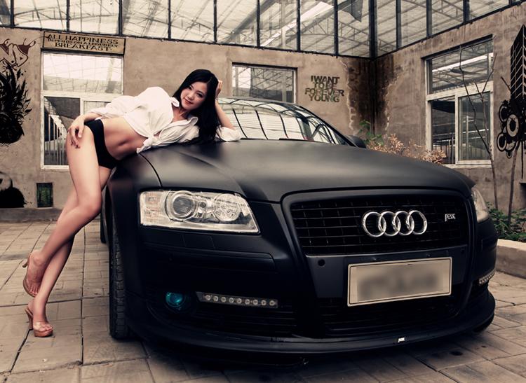 Thân hình siêu nóng bỏng của nữ hoàng nội y đã thuần phục hoàn toàn sức mạnh của siêu xe Audi A8L.