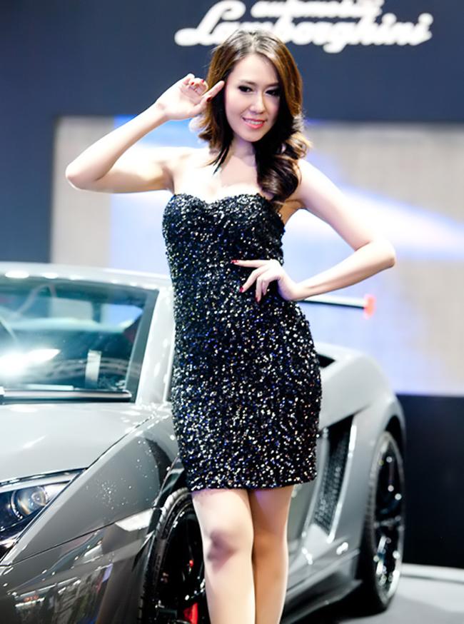 Vẻ đẹp mặn mà nhưng cũng đầy nóng bỏng của những kiều nữ Thái Lan làm ngây ngất những người tham dự triển lãm xe hơi nước này.