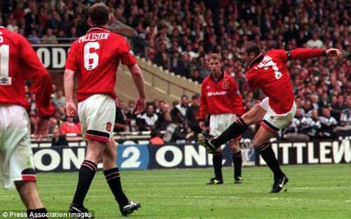 Van Persie-Cantona: Thử đặt lên bàn cân - 1