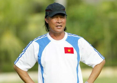 """HLV Nguyễn Thành Vinh """"mổ xẻ"""" bóng đá VN - 1"""