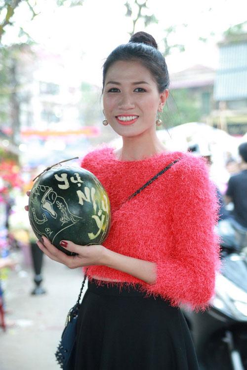 Trang Trần, Thái Dũng tung tăng chợ Tết - 1