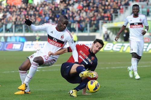 Cagliari - Milan: Lại là Balotelli - 1