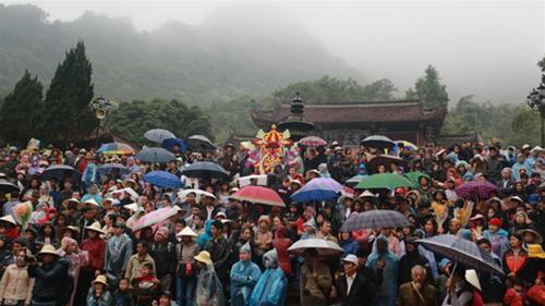 Hàng chục ngàn người trẩy hội chùa Hương - 1