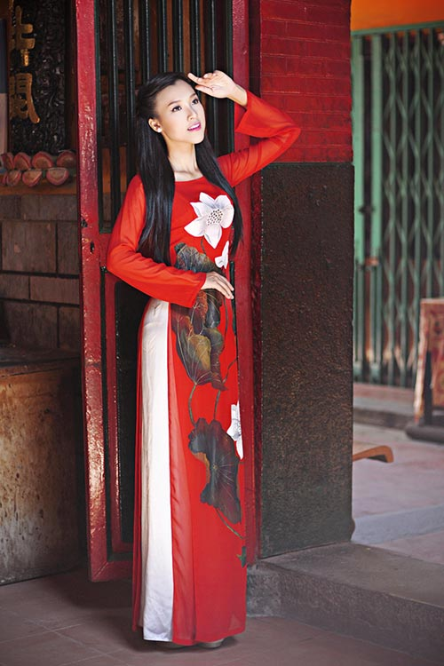 Hoàng Oanh xinh tươi đi viếng chùa - 1