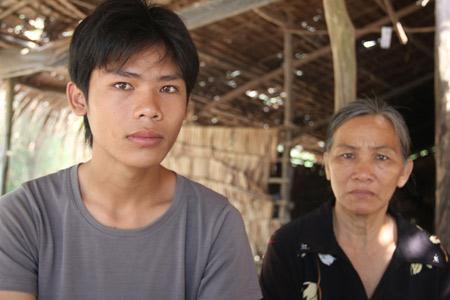 Học sinh tố bị bán sang Campuchia - 1