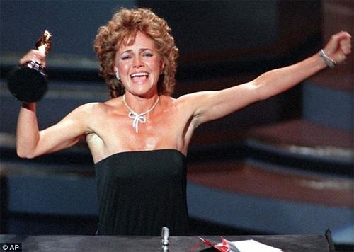 Sao nữ nghẹn ngào khi nhận giải Oscar - 1