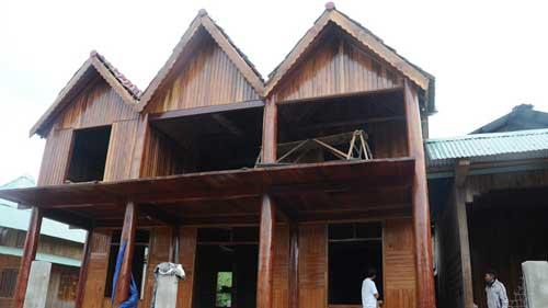 Dân chơi Tà Pơ xây biệt thự toàn gỗ - 1