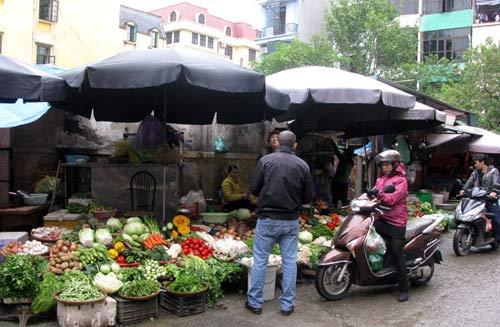 Hà Nội: Giá rau giảm mạnh vẫn ế - 1
