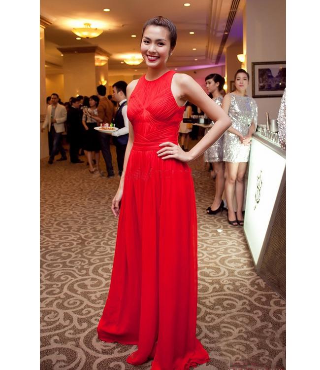 Tăng Thanh Hà thể hiện đẳng cấp của một 'bà chủ hàng hiệu' bằng chiếc váy đỏ hết sức thanh tao