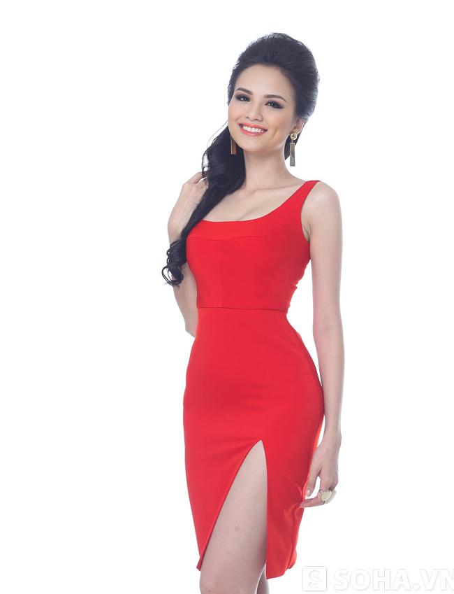 Diễm Hương yêu cách khoe cơ thể bằng mẫu váy ôm sát