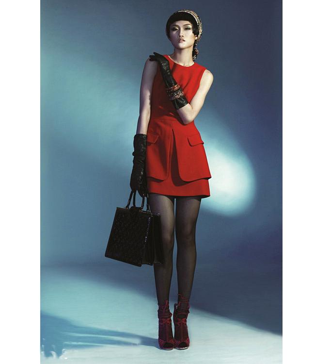 Kha Mỹ Vân hướng bạn trẻ công sở đến sự đẳng cấp của những chiếc váy liền thân