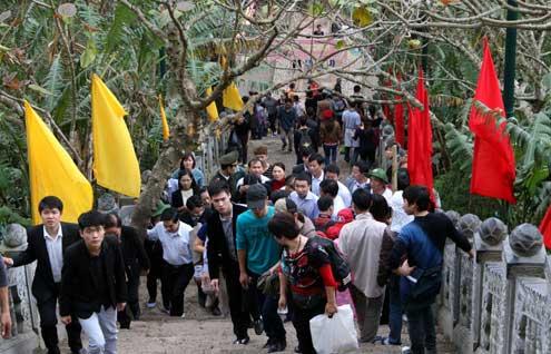 Lý giải thói ăn chơi đầu năm của người Việt - 1