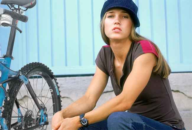 Niki Gudex là cái tên nổi tiếng trong làng đua xe đạp thế giới khi cô là thành viên của ĐTAustralia tham dự nhiều giải đấu lớn ở nội dung đổ đèo và băng đồng. Ngoài công việc chính là một cua rơ, Niki nhờ vẻ đẹp thiên phú còn là một người mẫu khá đắt sô. Liên tiếp trong các năm từ 2002 đến 2006, cô được bình chọn vào danh  sách 100 người phụ nữ đẹp nhất hành tinh. Thậm chí Niki còn từng cộng  tác với tạp chí danh tiếng FHM.