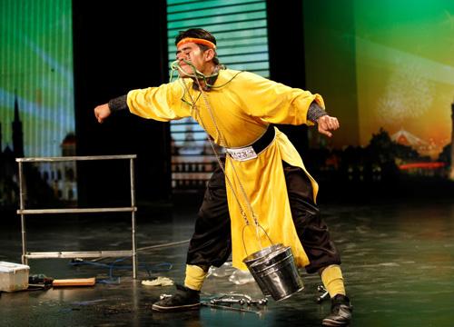 Nuốt kiếm sẽ đối đầu với nhảy múa - 1