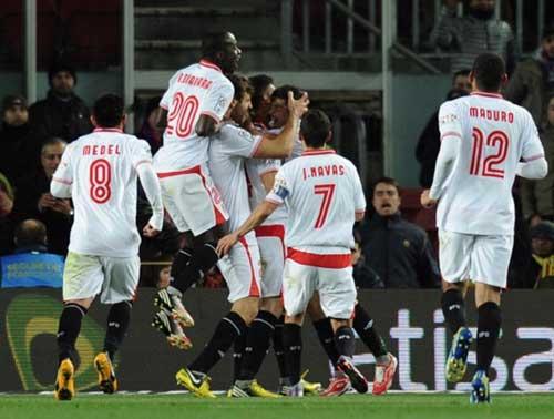 Barca thắng nhọc: Nguy cơ trượt dài - 1